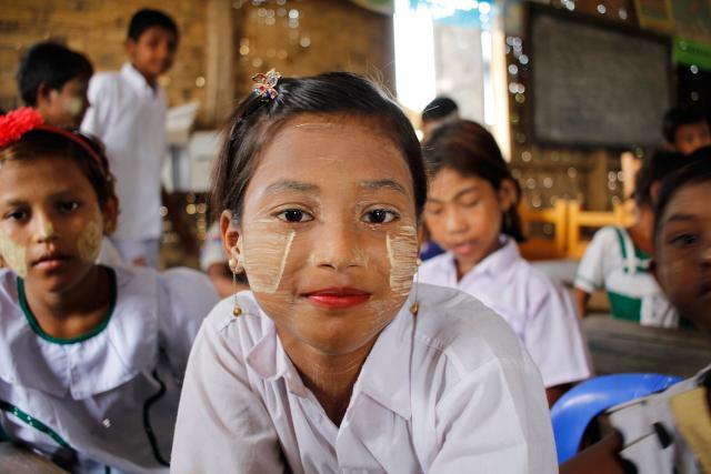 Las perspectivas de mejorar su educación son más favorables para Ma, de siete años, que vive en el campo de Ohn Taw Gyi, en Myanmar. Fotografía: FLM Myanmar/Isaac Kya Htun Hla.